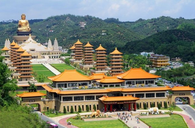 Fo-Guang-Shan-Kloster in Taiwan - 36m hoher Amitabha-Buddha